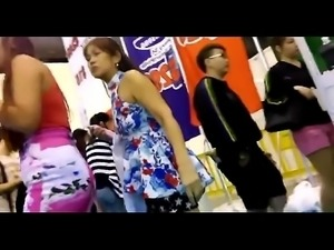crazyamateurgirls.com - SG public tight skirt: Compliation 1 -...
