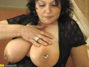 Big ass Hetty fingering her pussy then giving out blowjob