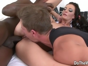 Housewife Laura Davis takes BBC up her ass