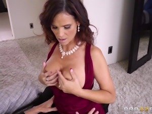Syren De Mer is an elegant chick who loves making a prick stiff