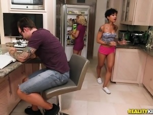 Honey Gold attacked by a hunk for a hot kitchen fuck