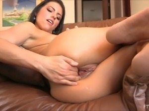 Gorgeous Arianna masturbates in front of another girl