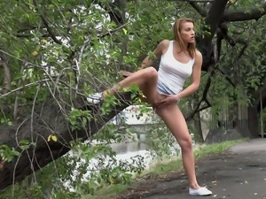 Sporty and fresh babe pisses in standing position in the park