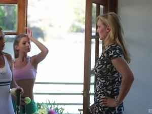Julia Ann spreads her legs for a couple of lesbians in a kitchen