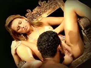 Whorable blonde bitch Agatha Rangel acts like a queen and gets slit licked