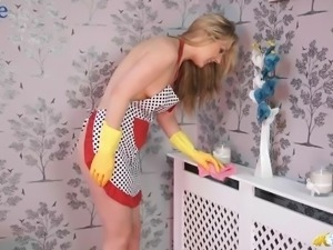 Wonderful bosomy Aston Wilde does the cleaning and flashes nipples