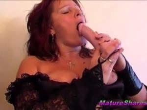 brunette mature slut toying pussy