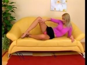 Nice ass pornstar takes a giant dildo up her twat solo