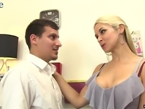 Blondie Sara Vandella gives rimjob before letting buddy penetrate her twat