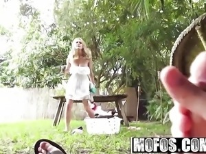Mofos - Pervs On Patrol - Alli Rae - Back Yard Voyeur Sex