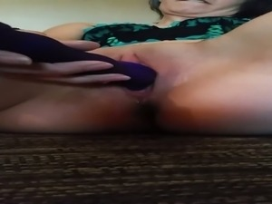 Wondrous pallid housewife with quite nice bum masturbates her slit