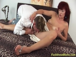 skinny mom deepthroat a strong dick