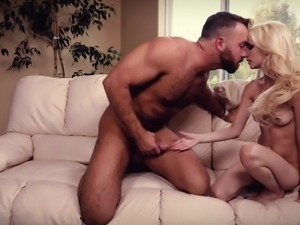 Bimbo Piper Perri having her pussy smashed by Chad White