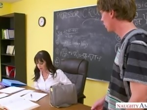 Grateful student thanks his lusty professor Alana Cruise with nice cunnilingus