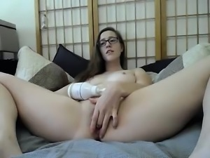 Amateur brunette kinky gf toys her hot butt hole