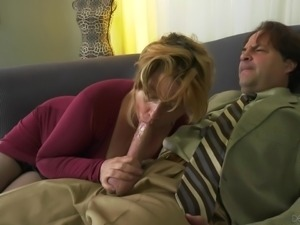 It's just impossible to deny a mature woman, especially when she is so horny...