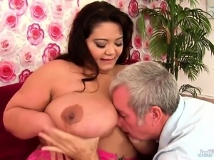 Big Tit Plumper Miss Lingling Fucked Hard in Her Cunt