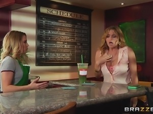 Lusty lesbian Krissy Lynn getting her babe's juices flowing