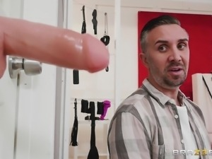 Kinky fucking session with nasty blonde bomb Ryan Keely
