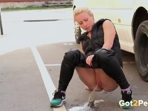 Amateur auburn bootyful hottie pisses shamelessly at the parking lot