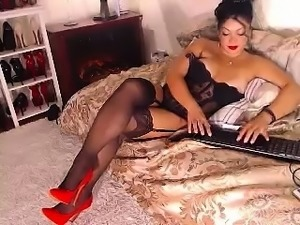 Brunette webcam solo riding dildo