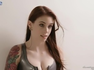 Auburn hottie Sarah Vandella gets her pussy licked by wonderful lesbo