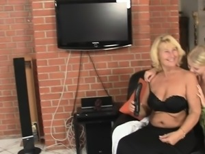 His mom and GF play with dildo together
