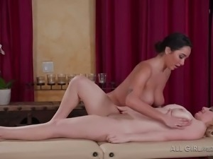 Tanned sexy beauty Karlee Grey takes initiative and masturbates her masseuse