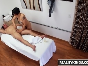 RealityKings - Happy Tugs - Milcah Halili Tarzan - Asian mas