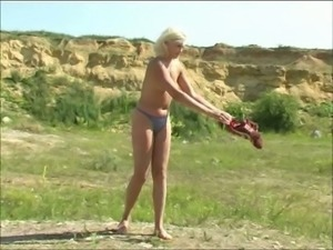Spoiled blonde Margo is pissing in the fiend in broad daylight