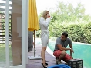 Blonde Broad Plays With a Big Dildo