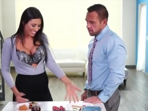 Busty nutritionist Makayla Cox gets her bubble ass fucked missionary hard