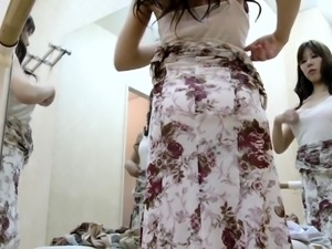 Gorgeous Japanese teen exposes her body in the dressing room