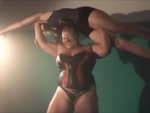 Anna Konda Girlcrushing - Overheadlift