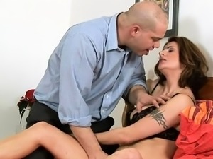 Dong begging mature floozy gets incredible sexual pleasure