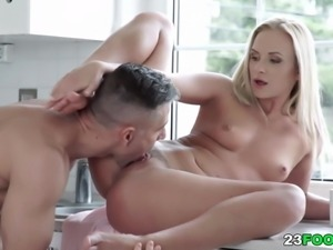 Vinna Reed uses her feet on a big dick