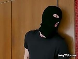 Hottie Kendra Lust Lets Burglar Lick Her Off