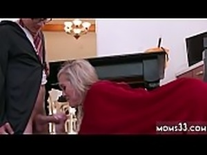Mom hand stuck in bath tub Halloween Special With A Threesome