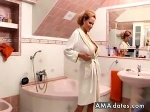 Big tit MILF in the tub