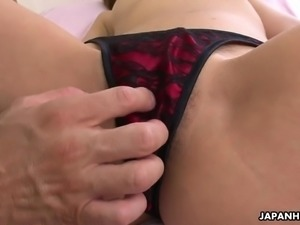 After being fingerfucked well kinky Japanese cutie Hina Mitsuki rides dick