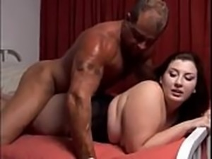 Nasty and juicy chick pounded in bed