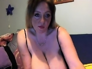 Blonde english bbw showing boobs and ass on cam