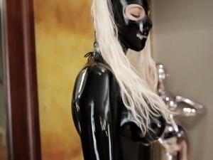 Kinky natural blonde masturbates in latex fetish video