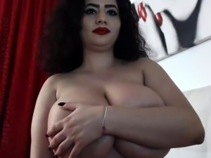 amateur doxie flashing boobs on live webcam