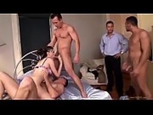 Crazy Cougar Doble Penetrada Durante Un Sexo Grupal Caliente