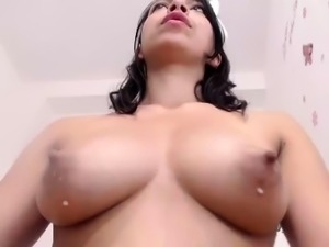 amateur aliciagrey flashing boobs on live webcam
