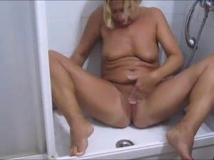 Pissen  in der Dusche
