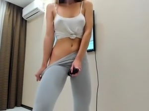 Teen squirting in yoga pants watch part2 on cumcam,com