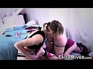 River Enza punishes big tranny asshole with dildo