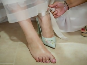 Girl cover with oil a brides feet